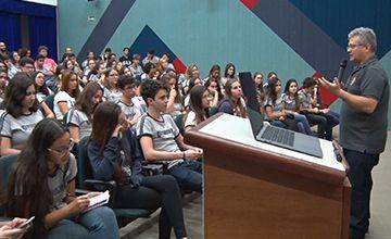 Palestra sobre fraternidade e superação da violência é realizada no colégio para o Ensino Médio