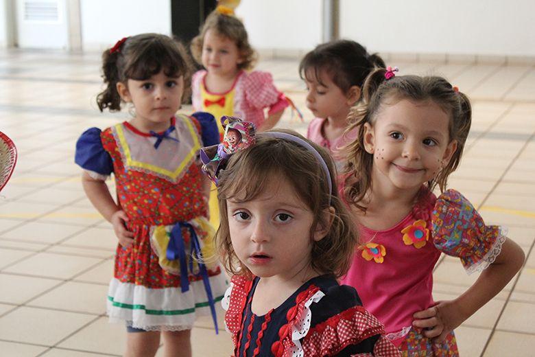 Crianças do Berçário participam de Festa Junina na aula de música