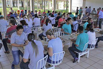 Colaboradores do Colégio Santa Úrsula fazem Feijoada para comemorar volta às aulas