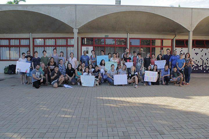 Estudantes americanos foram recebidos hoje pelas famílias do colégio