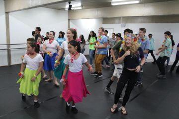 Nossos alunos realizaram uma aula de dança especial para os alunos do Intercâmbio
