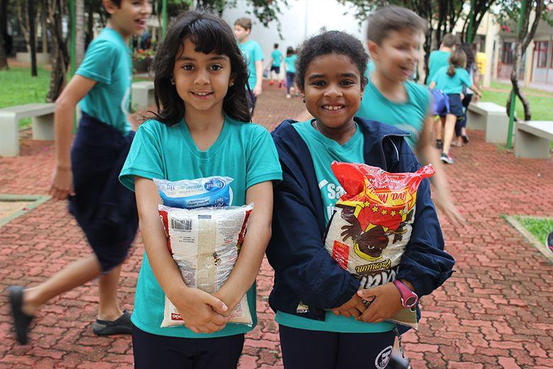 Colégio Santa Úrsula doa mais de 3 toneladas de alimentos à entidade São Vicente de Paulo de Ribeirão Preto