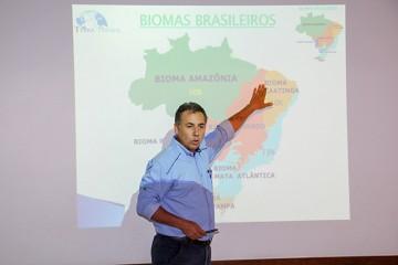 Engenheiro ambiental e pai de alunas do colégio palestrou sobre os biomas brasileiros para o Fundamental I