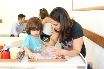 Em comemoração ao mês de Santa Úrsula, as turmas do Berçário receberam os pais para uma aula Montessoriana