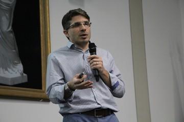 Turmas do 3º ano assistem palestra do médico Paulo Fernandes Formighieri, pai do aluno Lucas