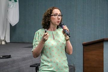 Professora e doutora em Ciências Medicas conversa sobre saúde com os alunos dos 4ºs anos
