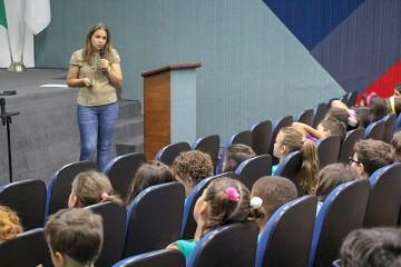 Aconteceu hoje uma palestra sobre reciclagem para os alunos do 2º ano do fundamental (I) anos iniciais