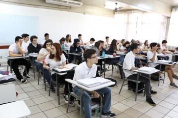Alunos Franceses participam de aula com seus host brothers e host sisters