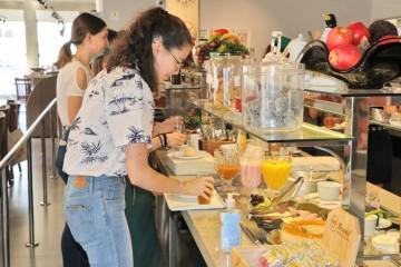 Grupo de intercâmbio é recebido com café da manhã especial