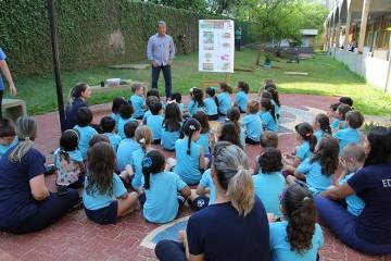 Alunos do Infantil II participam de roda de conversa com agrônomo durante a Semana Santa Úrsula
