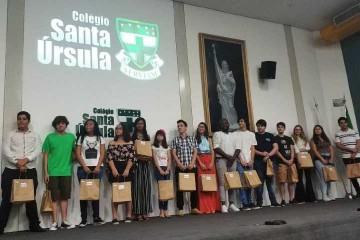 Estudantes do Colégio Santa Úrsula fizeram parte de equipes que ficaram em 1º e 2º lugares no 'Desafio Jovem Inovador'