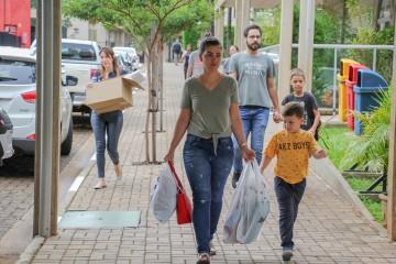 Equipe pedagógica da Educação Infantil e Ensino Fundamental I recebe pais para entrega de materiais
