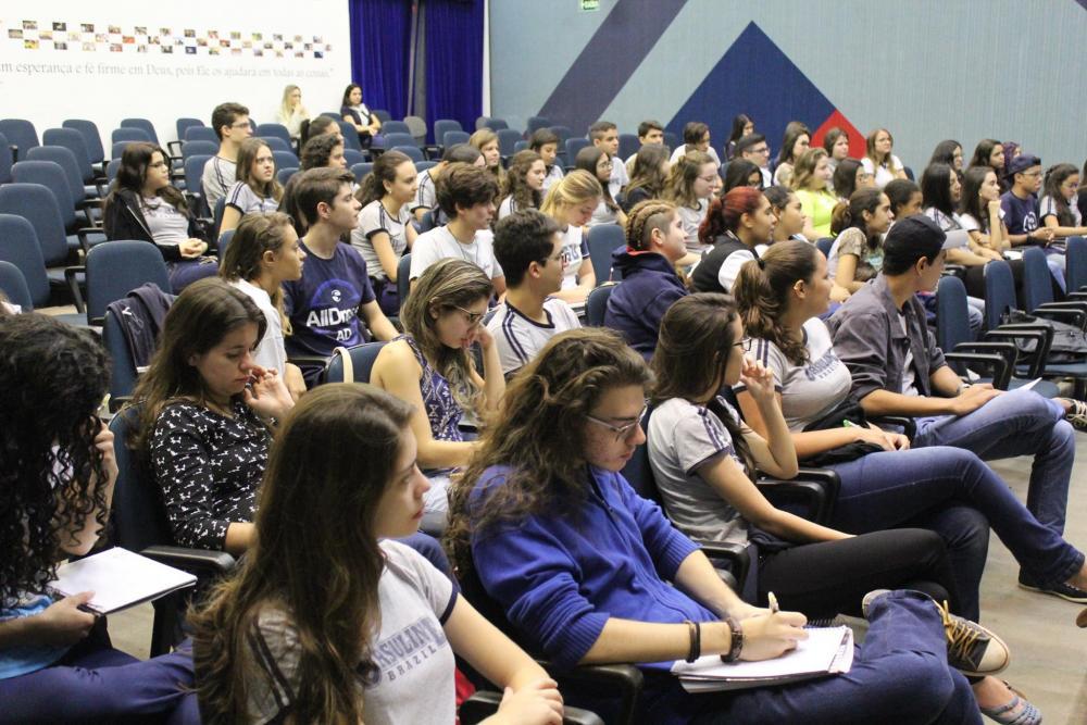 Aula multidisciplinar reúne alunos do 9º ano e ensino médio