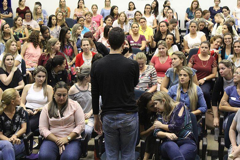 Curso de introdução ao método Montessori é ministrado no colégio