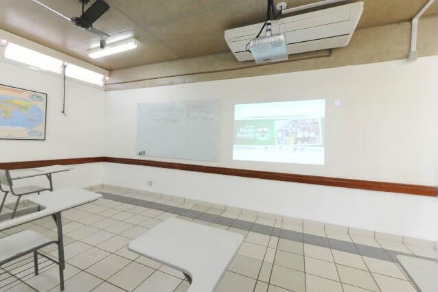 Lousa interativa (Interactive board) - Colégio Santa Úrsula Ribeirão Preto